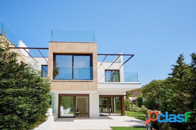 Dúplex unifamiliar adosado con solarium y jardín en nueva andalucia