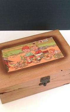 Antigua caja de madera hecha a mano
