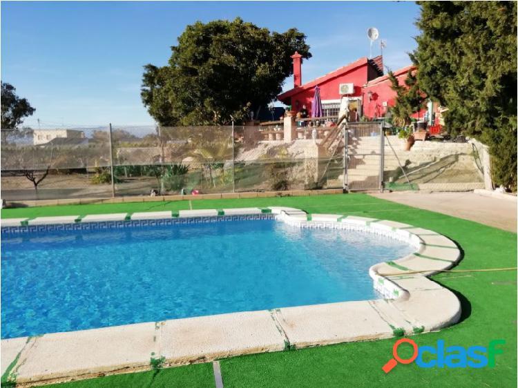 Finca rústica con casa de campo, piscina y varios frutales en el saladillo