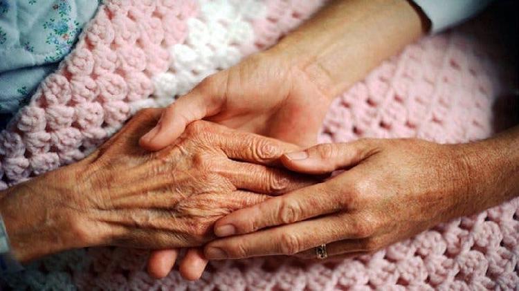 Me ofrezco para cuidar personas mayores.