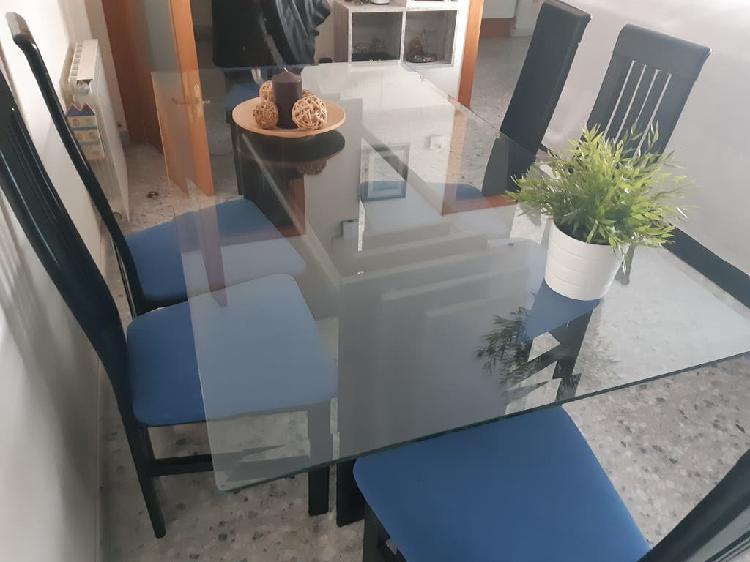 Mesa rectangular de cristal negra con sillas
