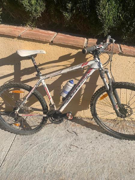 Mountain bike mondraker.