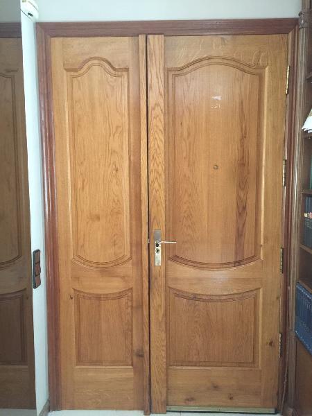 Puerta principal y conjunto con cierre fichet .