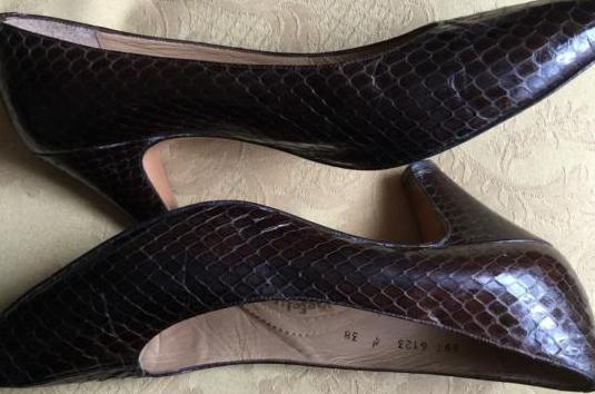 Zapatos salón serpiente marrón 38