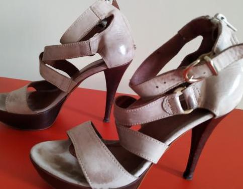 Zapatos en piel de fiesta