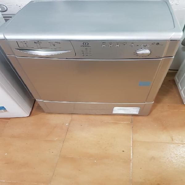 Secadora indesit condensación 7 kg en color gris