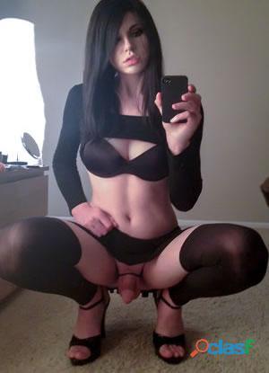 Un cuerpo de vicio y una carita muy tierna y femenina.
