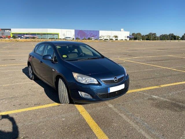 Opel astra enjoy 110cv 5 puertas (agosto 2012)