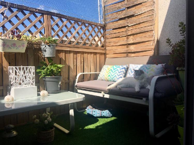 Sofá, sillones y mesa de jardín con cojines inclui