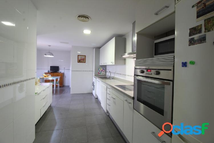 Se vende fabuloso piso en residencial zona alfahuir.