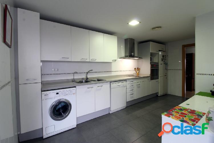 Se vende fabuloso piso en residencial zona Alfahuir. 1