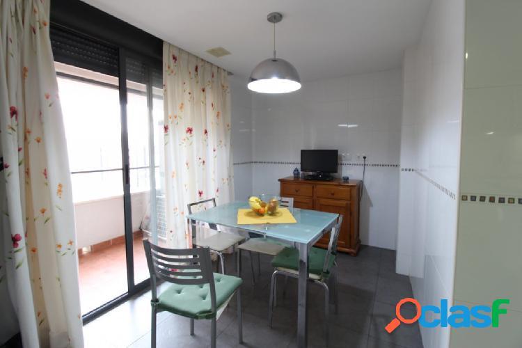 Se vende fabuloso piso en residencial zona Alfahuir. 2