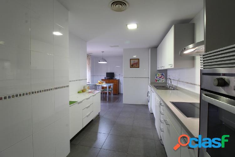 Se vende fabuloso piso en residencial zona Alfahuir. 3