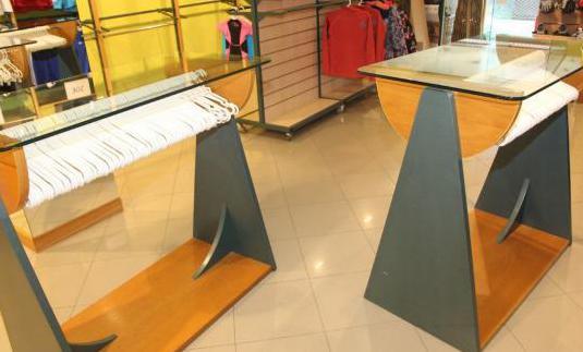 Muebles expositores tienda de deportes