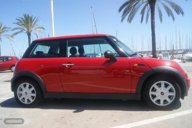 Mini one 1.6 - 90cv 3p de 2003 con 145.000 km por 3.800 eur.