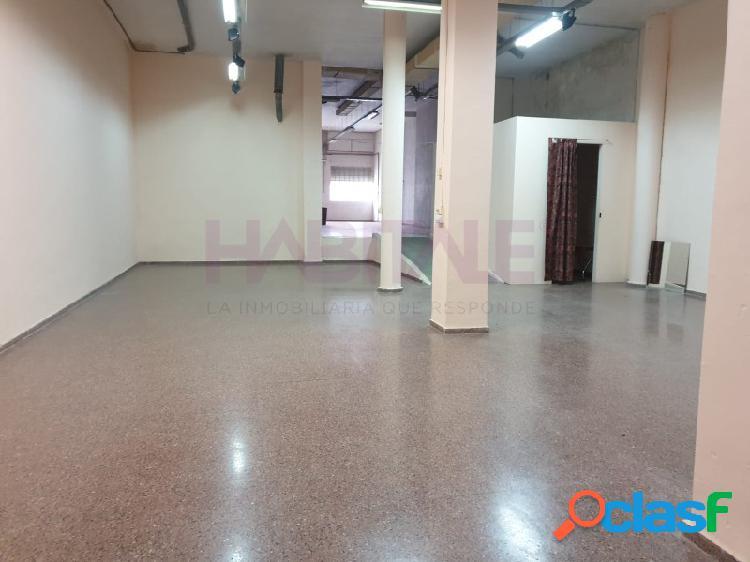 Elda: local 320 m2, con 2 entradas, agua y luz. 800 €