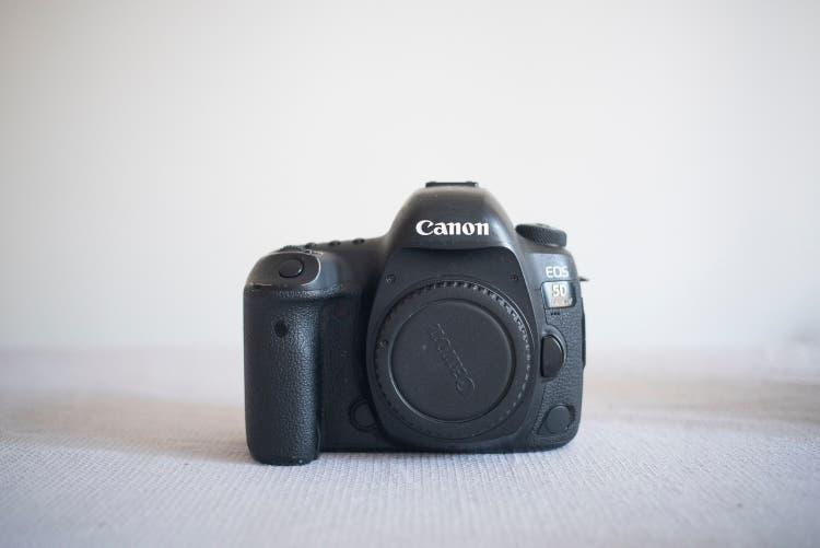 Canon 5d mark iv solo cuerpo