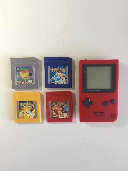 Gameboy pocket red con pokémon y lemmings