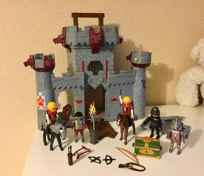 Muy cuidado maletín castillo baron negro playmobil