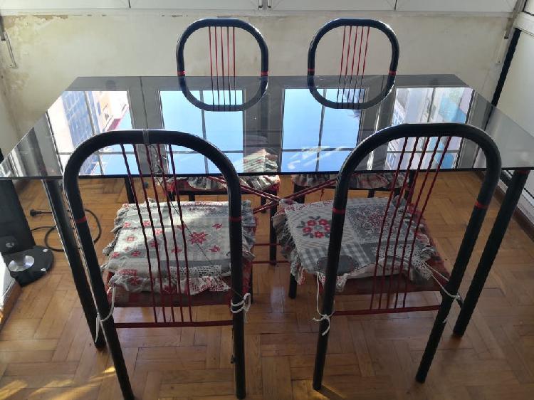 Mesa comedor cristal y cuatro sillas