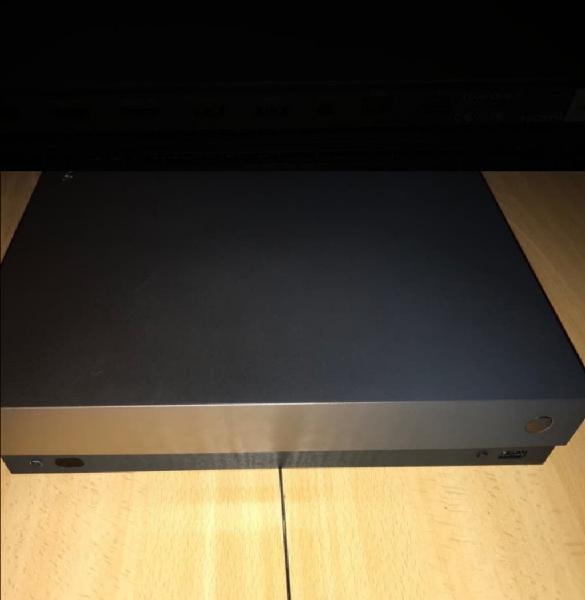 Xbox one x 1tb con juegos
