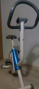 Bicicleta estática decathlon casi nueva