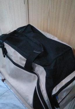 Bolso de viaje gris