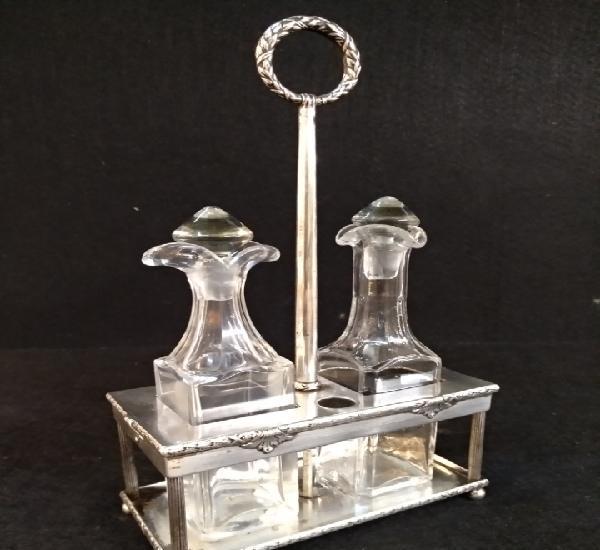Aceitera y vinagrera con soporte de plata, contraste lbb