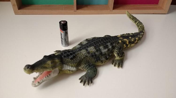 Figura deinosuchus. safari ltd. 1995