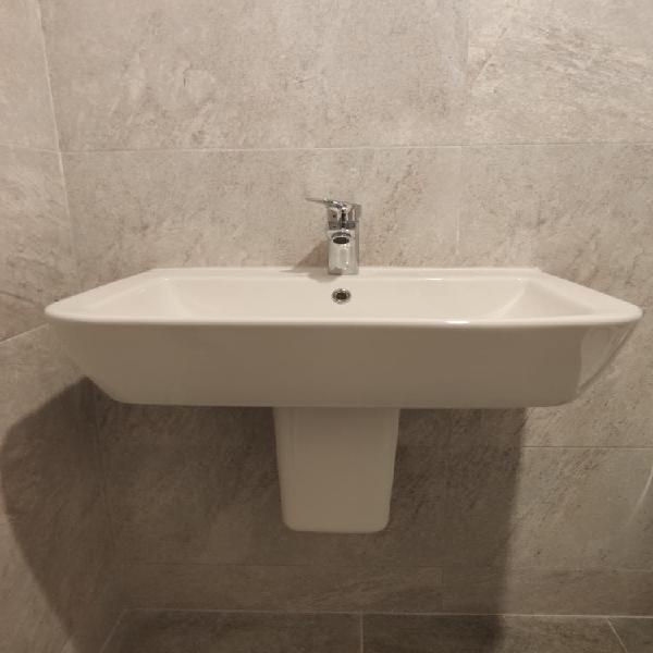 Lavabo con pedestal gama nk de porcelanosa (nuevo)