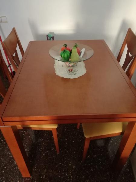 Mesa de madera+4 sillas en perfecto estado