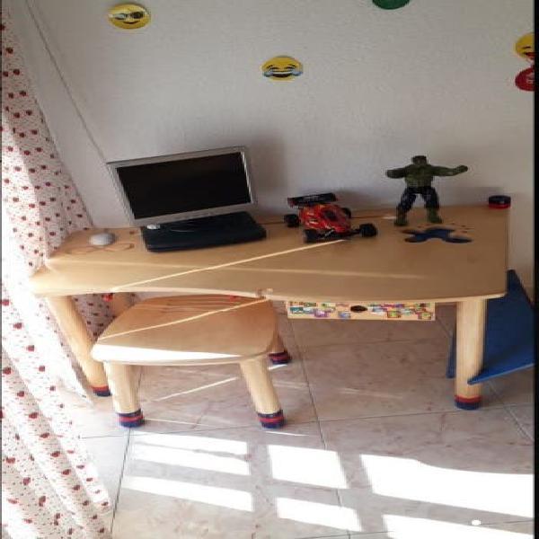 Mesa dormitorio niño
