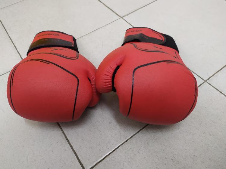 Pack boxeo: casco, 2 guantes, espinilleras.