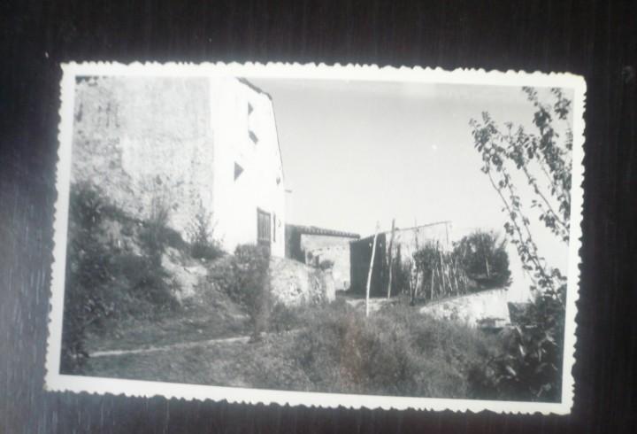 Patio trasero de una casa de pueblo
