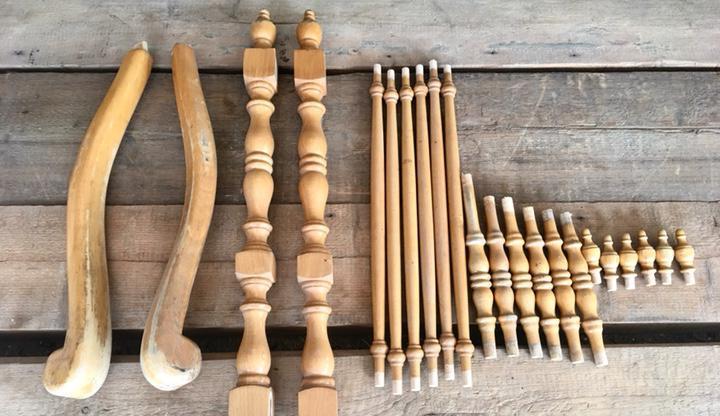 Piezas de madera de un sillon o un sofa,ideal restauradores