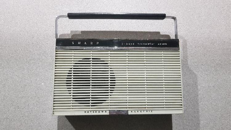 Radio tocadiscos portatil sharp mini (1965)