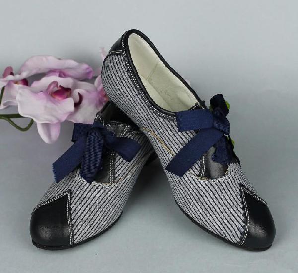 Zapatos indumentaria tradicional