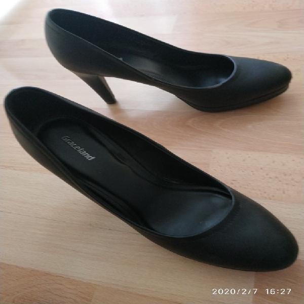 Zapatos negros de tacón con plataforma