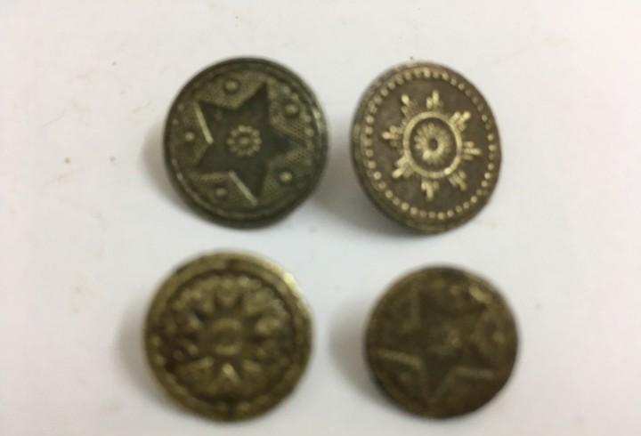 Botones antiguos, de bronce,lote 4 botones,diferentes