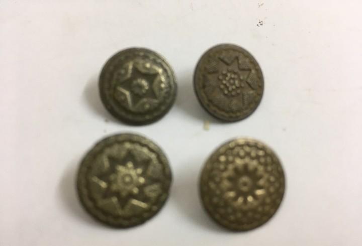 Botones antiguos de bronce todos diferentes, lote 4 botones