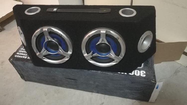 caja altavoz coche