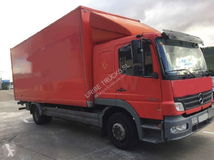 Camión mercedes furgón atego 1218 4x2 diesel euro 4 rampa