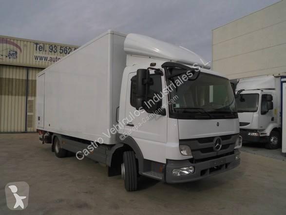 Camión mercedes furgón atego 818 4x2 diesel euro 5 rampa