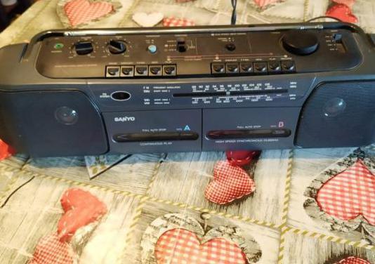 Radio cassette doble sanyo, casi nuevo