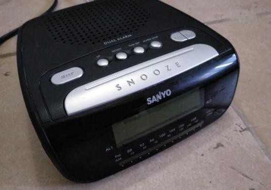 Radio despertador sanyo rm 6860