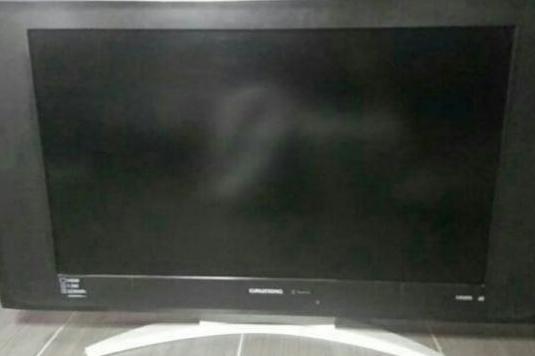 """Televisión LCD de 32"""" Grundig"""