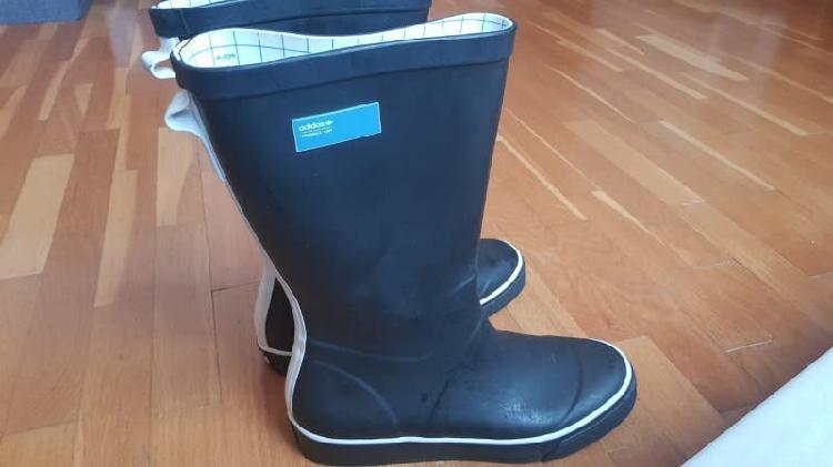 Botas de montaña chiruca y botas de agua adidas