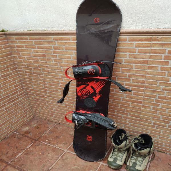 Equipo snowboard. tabla, fijaciones y botas.