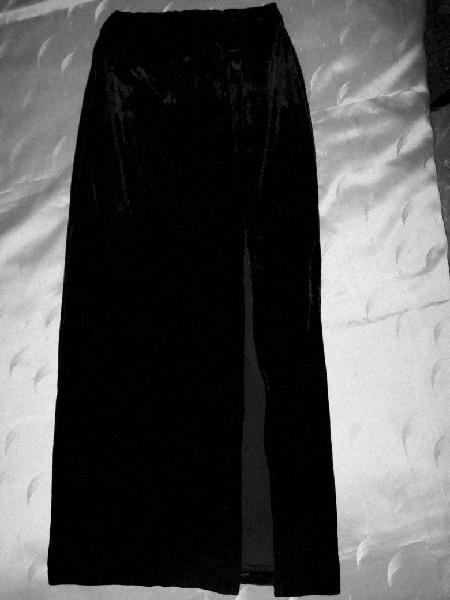 Falda de terciopelo negro zara
