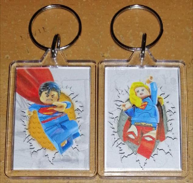 Llaveros acrílicos lego dc superman y supergirl